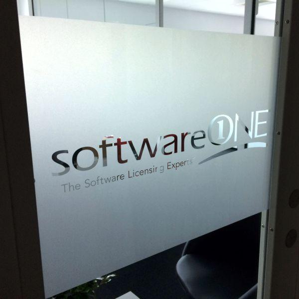 Rudedekoration med negativt udskåret logo hos SoftwareONE