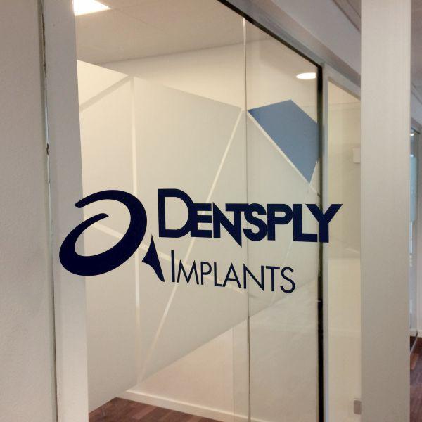 Rudedekoration hos Dentsply Implants